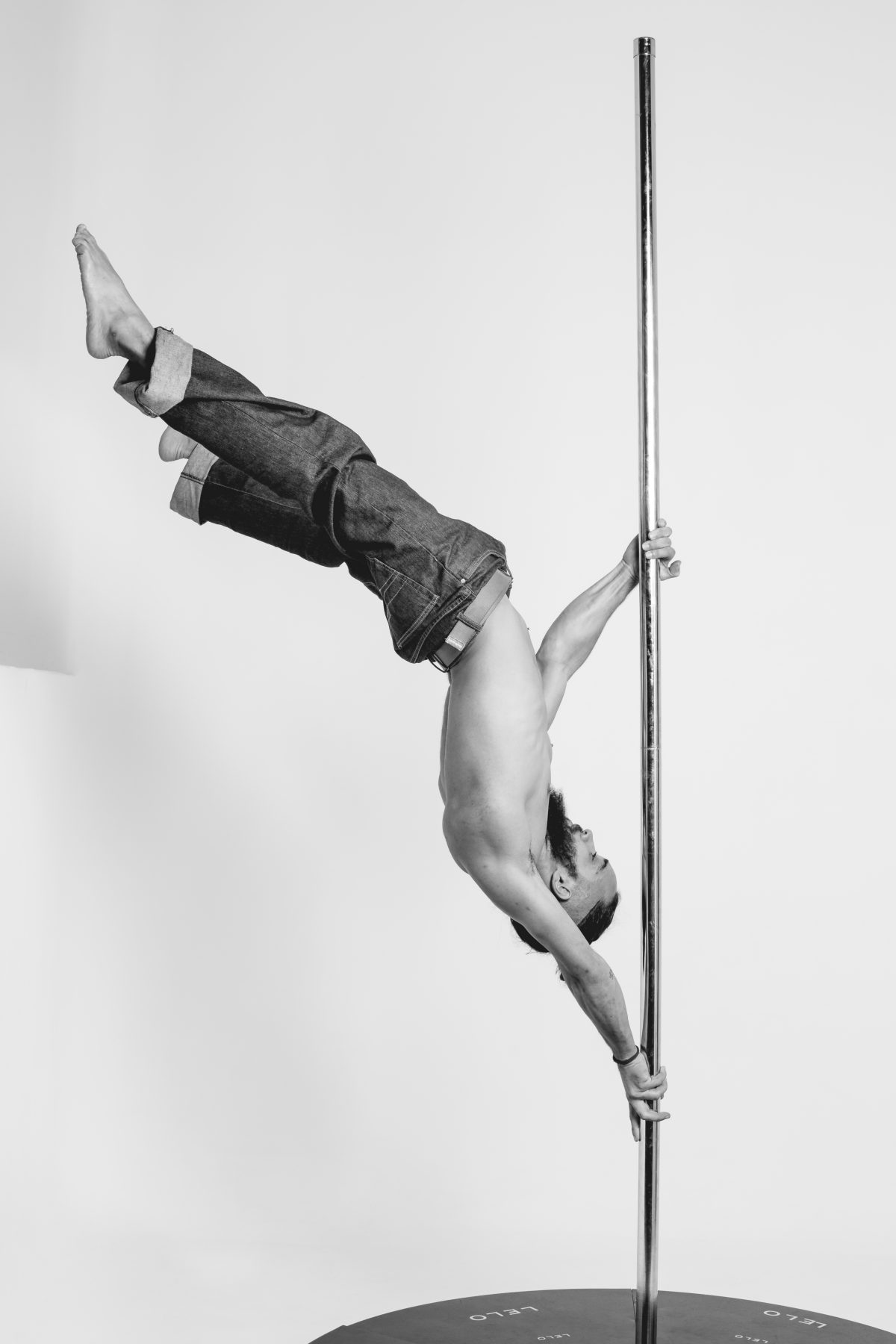 Mamalui instructor de pole dance